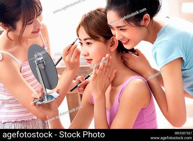Girlfriends together make up in the bedroom