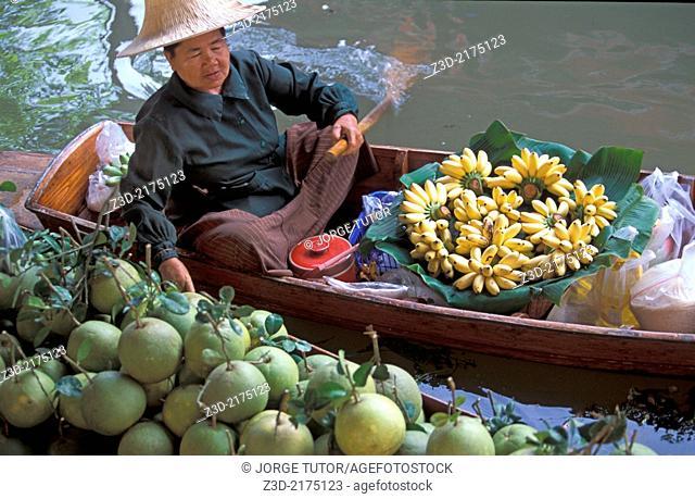 Old lady selling bananas in Damnoen Saduak floating market, Thailand