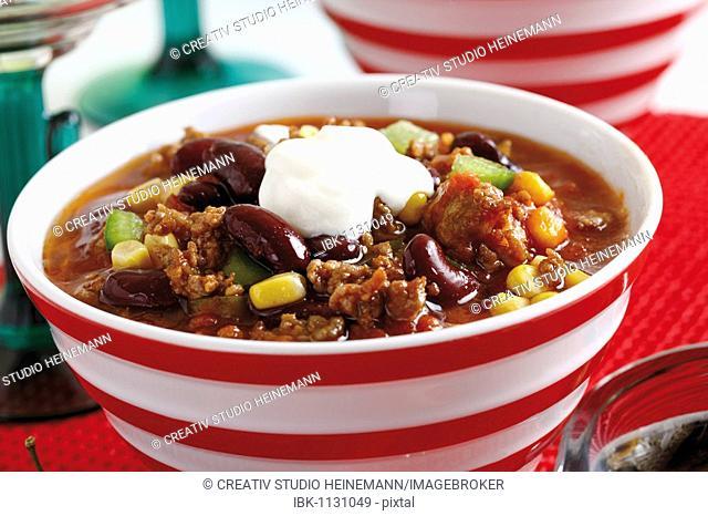 Chili con carne, minced meat, kidney beans, corn, bell pepper, chili and creme fraiche