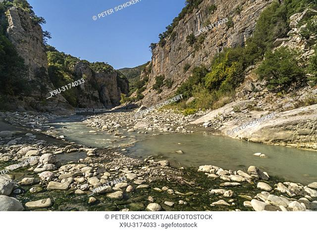 Lengarica Fluss und Schlucht in Benja bei Permet, Albanien, Europa   Lengarica River and gorge in Benje near Permet, Albania, Europe