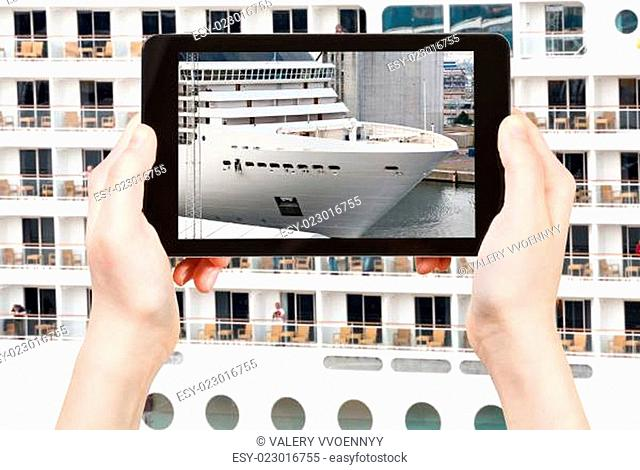 tourist photographs of big cruise liner