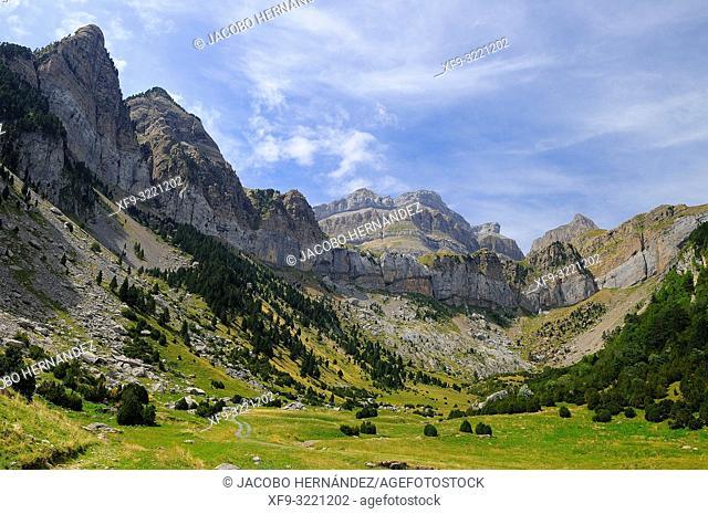 Circo de Rioseta. Pirineos mountains. Canfranc. Huesca province. Aragón. Spain