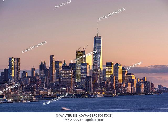 USA, New York, New York City, Lower Manhattan skyline with Freedom Tower, dusk