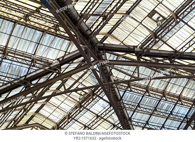 Glass roof at Liverpool Street station, London, UK