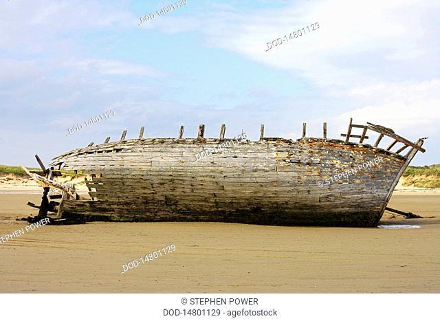 Republic of Ireland, County Donegal, Bunbeg, shipwreck on beach