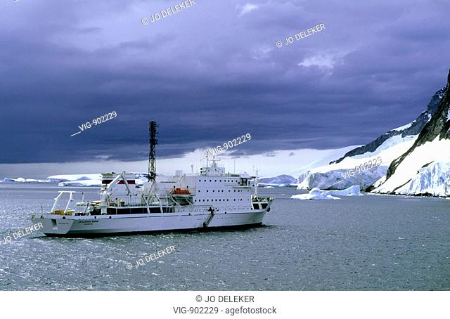 Cruise ship Akademik Ioffe anchoring in Lemaire Channel. - LEMAIRE CHANNEL, ANTARCTIC, 18/01/2006