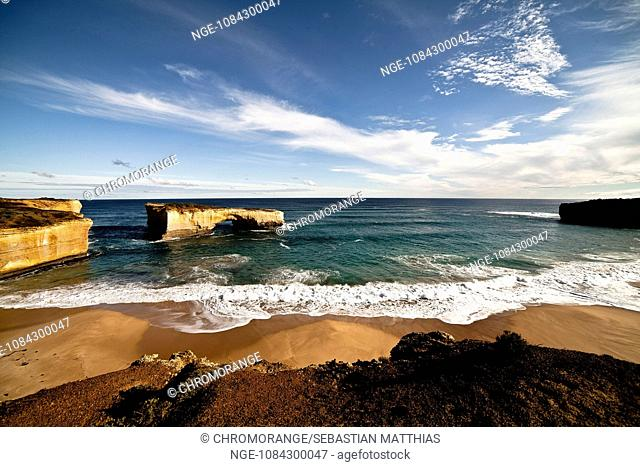 quot Londonbridge quot in Australia. Superwide shot with the quot londonbridge quot in the backround and parts of beach and coast in foreground