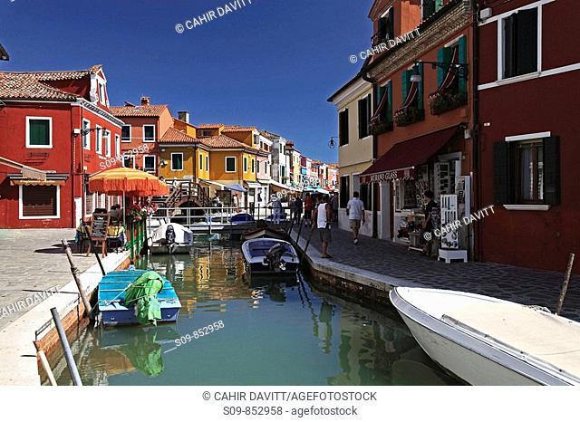 Colourful houses of Burano, Fondamente Cao di Rio a Destra, Burano, Giudecca Di Burana, Veneto, Italy, Europe