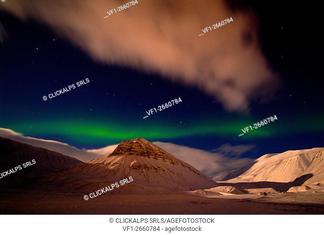 Gentle northern light in Nybyen, Longyearbyen, Spitzbergen, Svalbard, Norway