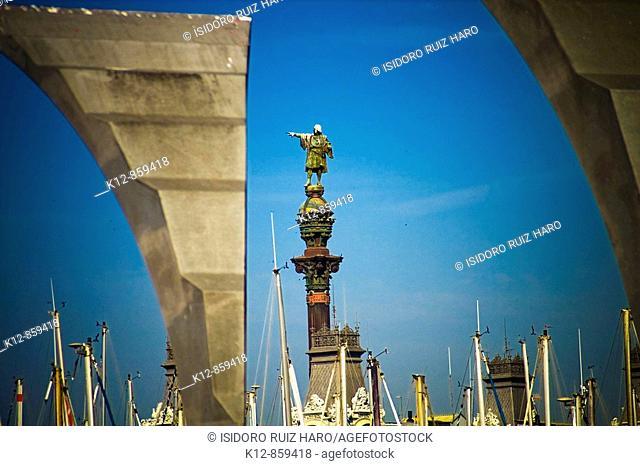 Vista del Monumento a Colón desde el Maremagnum. Port Vell, Barcelona. Spain