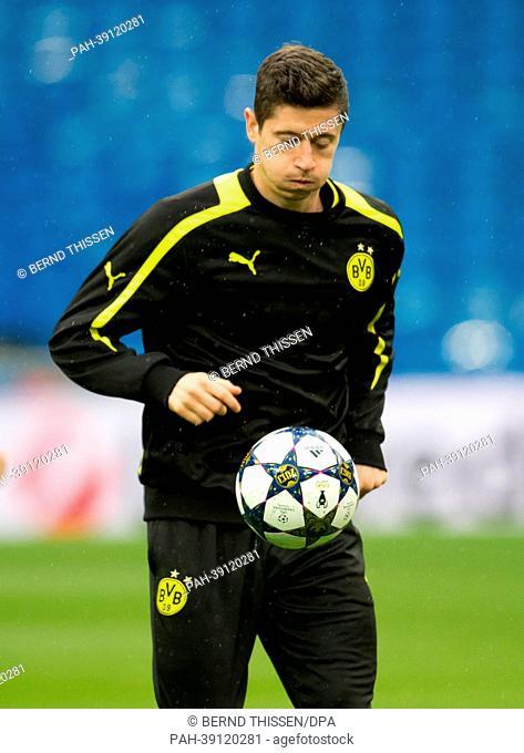 Player of Bundesliga soccer club Borussia Dortmund (BVB), Robert Lewandowski, takes part in a training session in Madrid, Spain, 29 April 2013