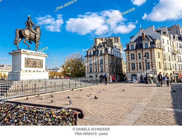 France, Paris, 1st arrondissement, Ile de la Cite, equestrian statue of Henri IV of France at the Place du Pont-Neuf
