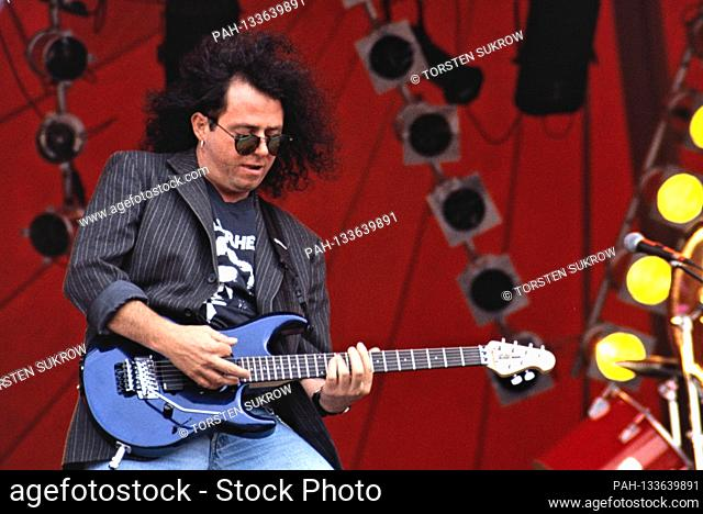 06/12/1994, Jubek, Steve Lukather with the solo project, the US rock band Los Lobotomys live on stage at the Jubek Open Air Festival 1994