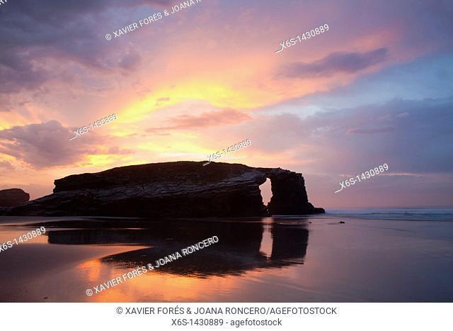 Dusk at beach of the cathedrals - Praia As Catedrais -, Ribadeo, Lugo, Galicia, Spain