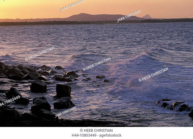 Australia, Laguna Bay, Noosa Heads, Queensland, Sunshine Coast, stones, atmosphere, breaking, foam, twilight, coast