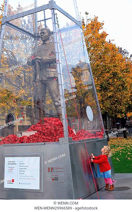 A sculpture from the First World War has been unveiled in Glasgow as part of Scotland's Poppy Appeal. The 23 foot travelling statue