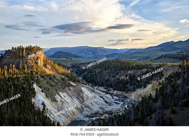 Yellowstone River near Calcite Springs, Yellowstone National Park, UNESCO Wortld Heritage Site, Wyoming, United States of America, North America