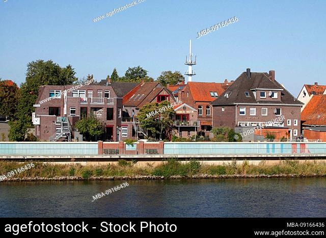 Weser riverside promenade with residential houses, Hoya, Lower Saxony, Germany, Europe