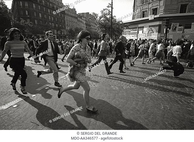 The risk of a revolution in Paris has been averted. Demonstrating people are running on a boulevard of Paris, in one of the huge march through the capital town