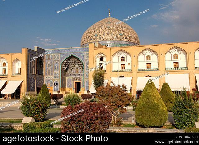 ISFAHAN, IRAN - OCTOBER 10, 2016: Lotfullah Mosque on Meydan-e Imam on October 10, 2016 in Isfahan, Iran