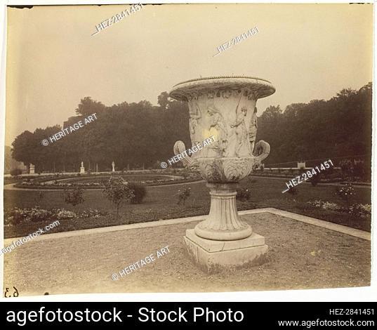 Versailles, Vase par Cornu, 1902. Creator: Eugene Atget
