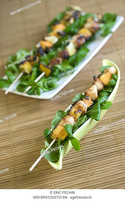 Trio of grilled skewers: Chicken and mango - Chicken and lemon - Lemon, mango and clementine