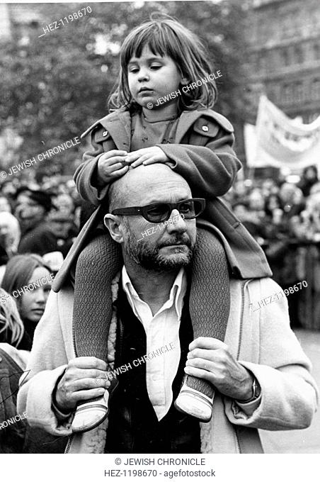 Donald Pleasance (1919-1995), British actor, 1973. Actor Donald Pleasance carries his three year old daughter Miriam on his shoulders as he attends pro-Israel...