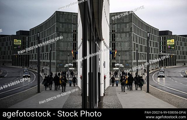 16 February 2020, Berlin: The Federal Environment Ministry is reflected in a pane of glass as passers-by pass by. Photo: Paul Zinken/dpa