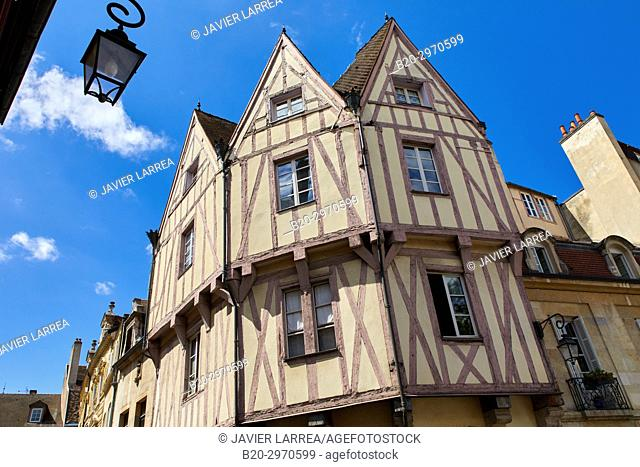 Traditional timber-frame Tudor style buildings, Maison aux 3 pignons, Dijon, Côte d'Or, Burgundy Region, Bourgogne, France, Europe
