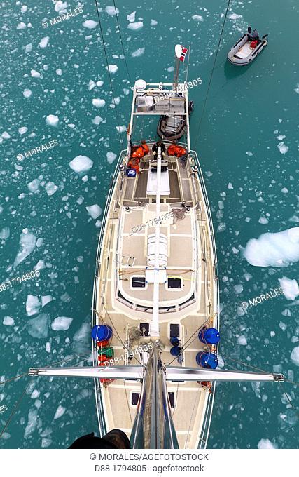Norway, Svalbard, Spitsbergen, sailboatin the floating ice