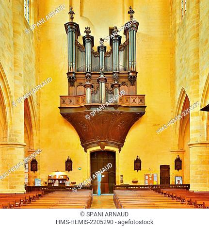 France, Dordogne, Dordogne Valley, Black Perigord, Sarlat la Caneda, Saint Sacerdos Cathedral, architectural view of the interior of the cathedral