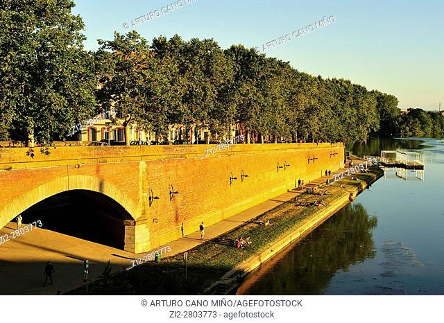 The riverside of the Garonne river. Toulouse city, Haute-Garonne department, France