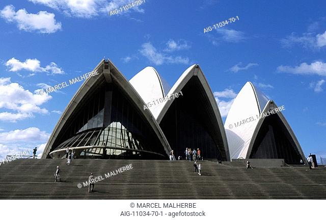 Opera House, Sidney - front view