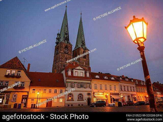 01 September 2021, Saxony-Anhalt, Quedlinburg: Evening view of the Nikolai Church in the new town of the Unesco World Heritage city