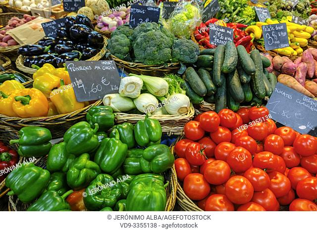 Various vegetables, tomatoes, green peppers, yellow peppers, fennel, zucchini, eggplants, broccoli. Marché des Capucins market. Bordeaux, Gironde