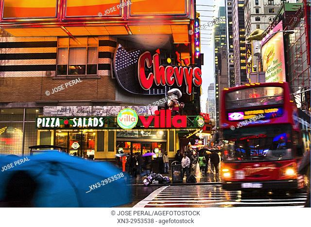 Tourist bus, rainy day, Pizza Pasta Villa Restaurant, 8th Avenue and W 42nd St, Times Square, Midtown, Manhattan, New York, New York City, United States, USA