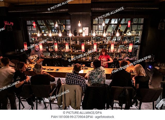 "08 October 2018, Berlin: Guests sit in the """"Velvet"""" bar in Neukölln. She was elected Bardes Year. Bars in Berlin and Stuttgart are among the winners of the..."