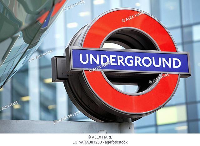 England, London, Southwark. A London Underground sign outside Southwark tube station