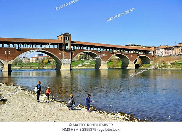 Italy, Lombardy, Pavia, the old covered bridge on Ticino river (Ponte Coperto), 216 m length covered bridge rebuilt after the bombardments of the second world...
