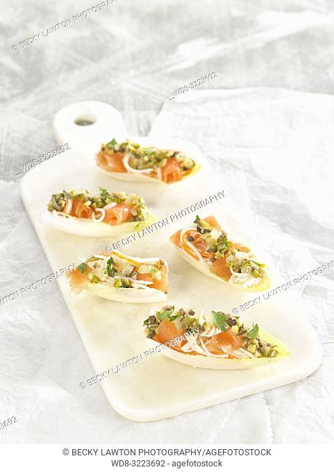 endivias rellenas de surimi y salmon / endives filled with surimi and salmon