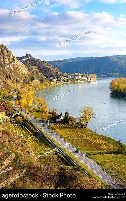 Dürnstein, river Donau (Danube), Dürnstein village, Dürnstein Castle, Dürnstein Abbey, vineyards, cruise ship in Austria, Lower Austria, Wachau area