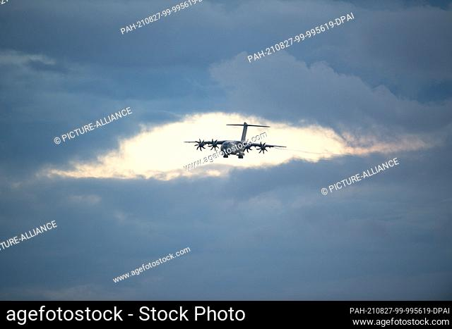 27 August 2021, Lower Saxony, Wunstorf: The Bundeswehr's A400M transport aircraft is on approach to land at the Wunstorf base in Lower Saxony