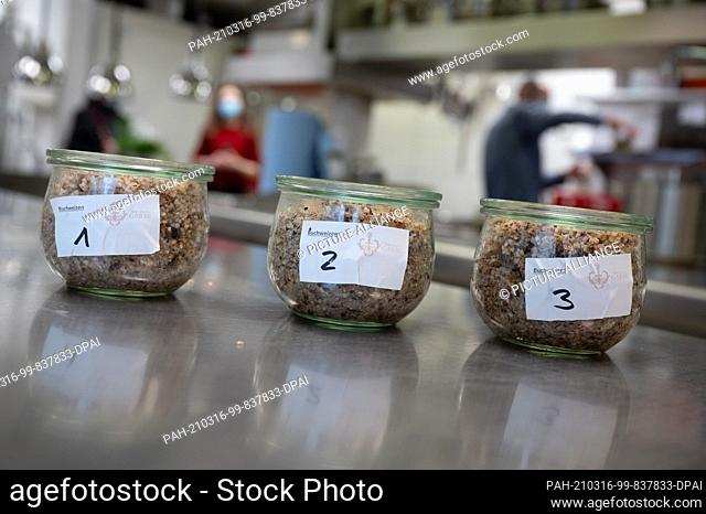 05 March 2021, Baden-Wuerttemberg, Stuttgart: Different cooked wheat stands in a kitchen during a taste test for dishes made from buckwheat