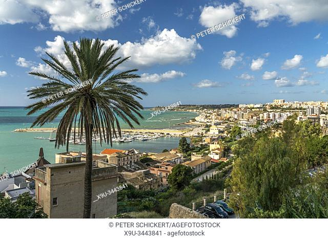 Blick über den Hafen und die Stadt Sciacca, Agrigent, Sizilien, Italien, Europa   view over the harbour and Sciacca, Agrigento, Sicily, Italy, Europe