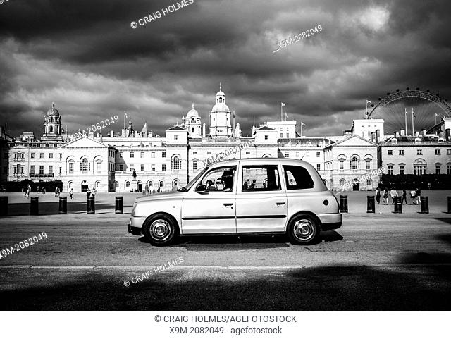 Taxi cab in front of Horse Guards Parade, London, England