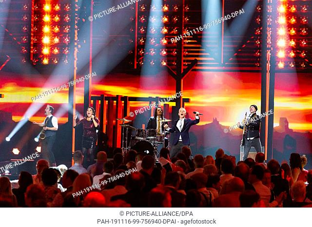 15 November 2019, Baden-Wuerttemberg, Offenburg: The musicians of the Hermes House Band perform during the recording of the New Year's Eve Show of BR