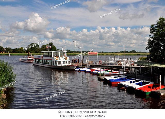 boot, boote, bootsanleger, anlegestelle, Friedrichstadt, nordfriesland, schleswig-holstein, deutschland, brd, treene, bootsanlegestelle