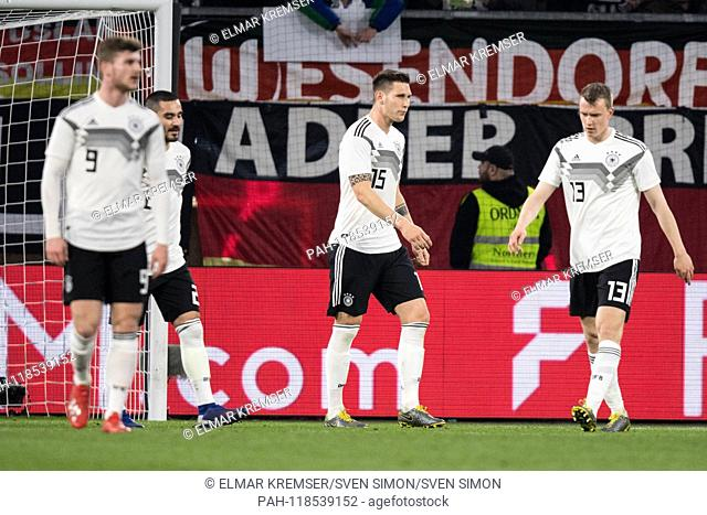 Fltr Timo WERNER (GER), Ilkay GUENDOGAN (Gvºndogan, GER), Niklas SUELE (Svºle, GER), Lukas KLOSTERMANN (GER) are disappointed after the goal to 1-0 for Serbia