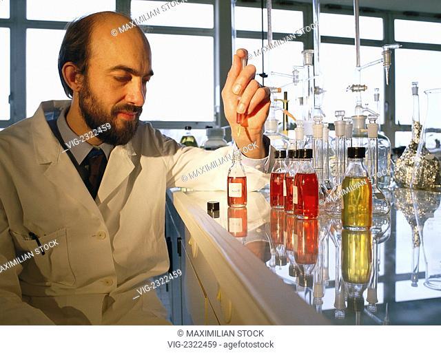 CHEMIST IN A LABORATORY PREPARING SAMPLES., - 01/01/2010
