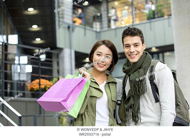 Young smiling couple shoppers